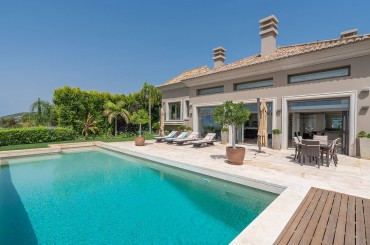 Elegant villa with pool in Algarve