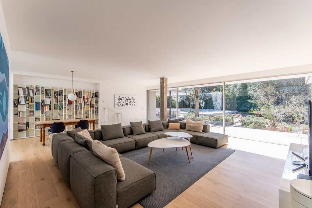 Living room with direct access to the garden, Villa property in Somosaguas Madrid