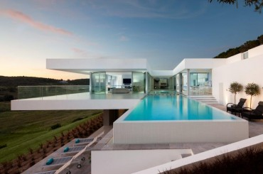 Algarve villa designed by Mario Martins