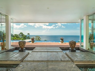 Entrance to the villa with stunning ocean view