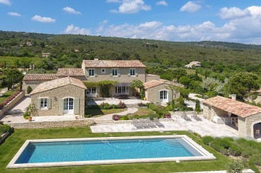 Luxury bastide for sale in Gordes Luberon