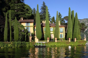 Villa La Cassinella seen from Lake Como