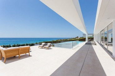 Villa terrace overlooking the Mediterranean sea in Praia da Luz, Algarve