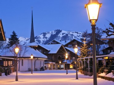 Gstaad promenade at night