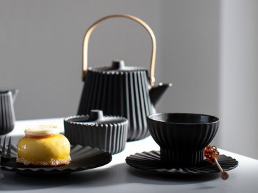 Pekoe tea set by designer Lucas Frank
