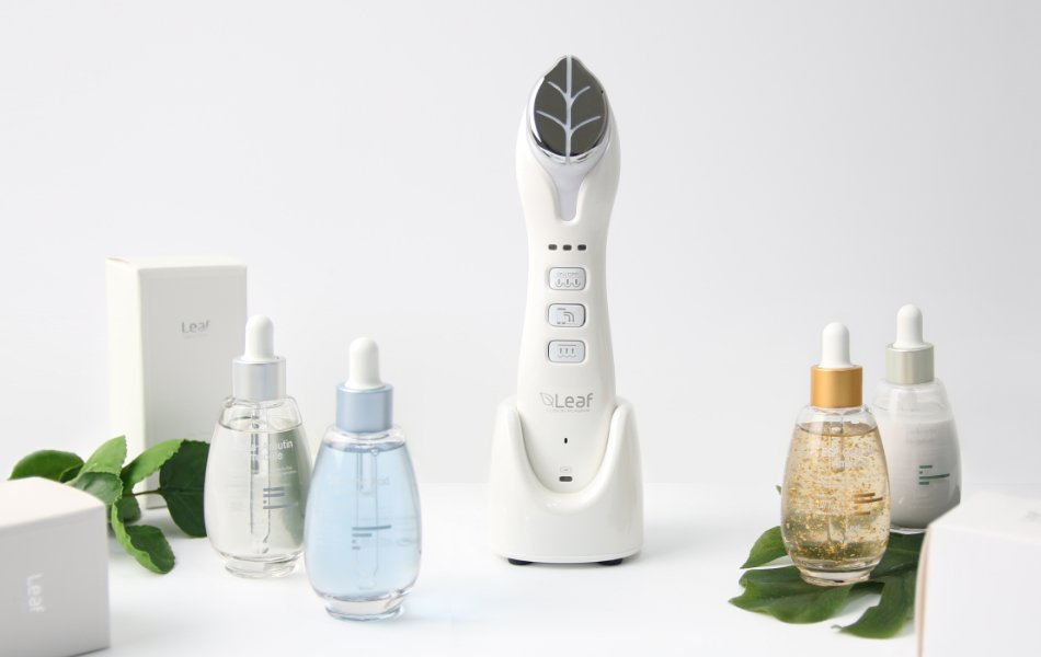 Leaf fusion plasma device surrounded of generic skin care products